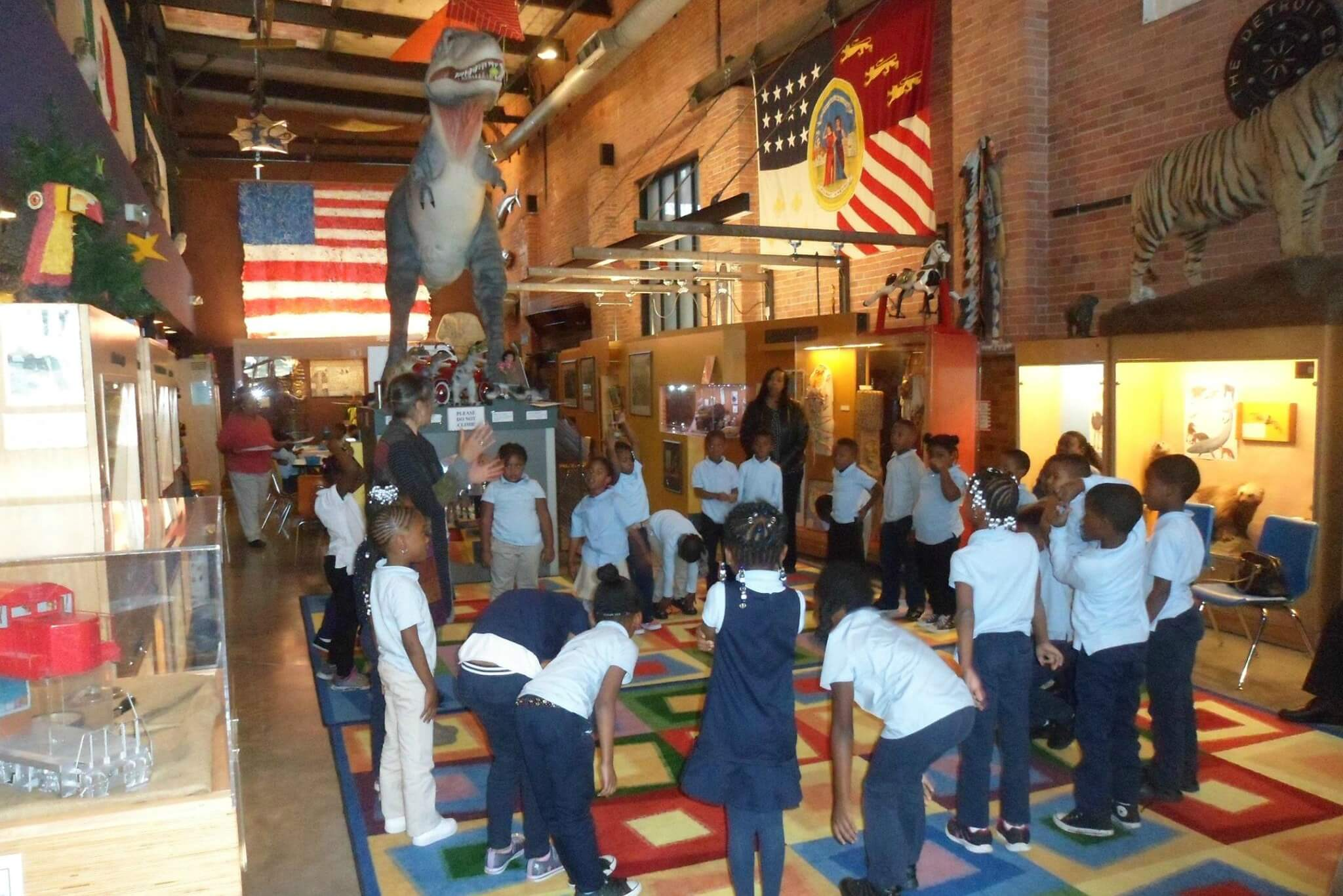 https://www.facebook.com/DetroitChildrensMuseum/photos/a.436029567333.235333.103065117333/10155824453632334/?type=3&theater