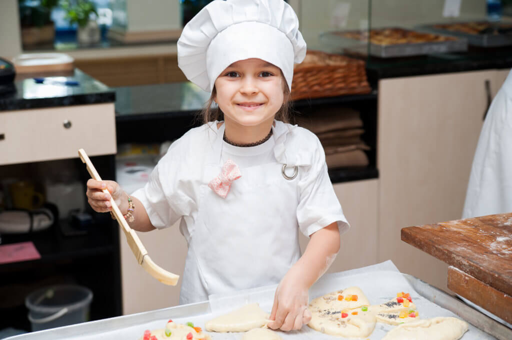 little girl cooking cakes