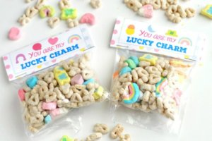 http://valeventgal.com/2017/02/free-printable-lucky-charm-treat-bag-toppers/