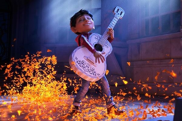 https://www.facebook.com/PixarCoco/photos/a.401704930161293.1073741828.237805369884584/625802741084843/?type=3&theater