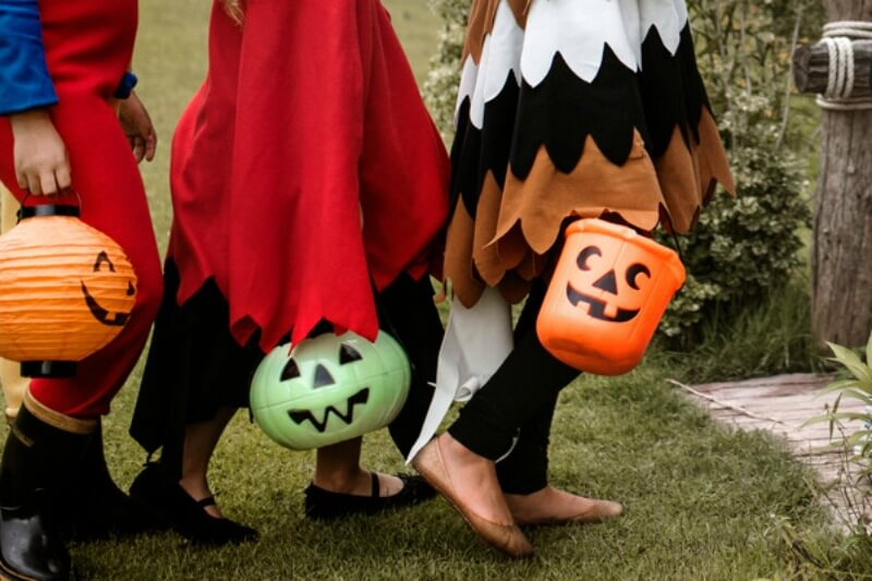 https://www.canva.com/photos/parks-outdoor/MADGv71Ismw-young-kids-trick-or-treating-during-halloween/?query=trick%20or%20treat%20kids