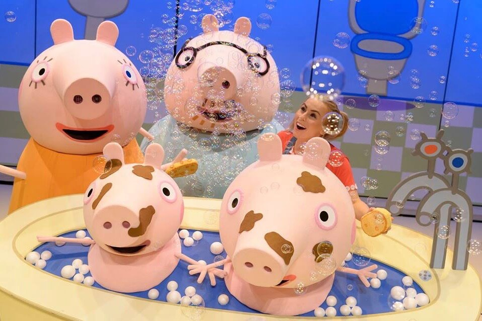 https://www.facebook.com/peppapigliveuk/photos/a.330433247078482/862647230523745/?type=3&theater