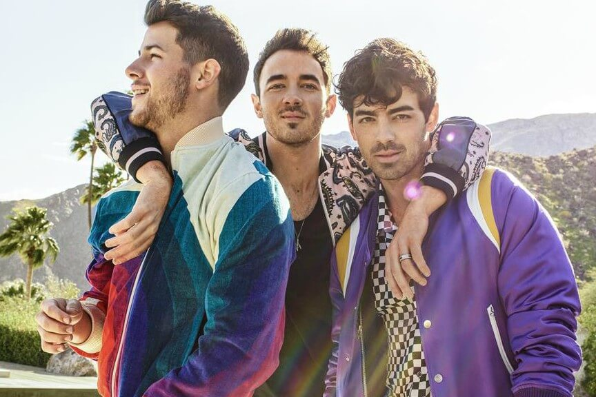 https://www.facebook.com/JonasBrothers/photos/a.437349552901/10157021271367902/?type=3&theater
