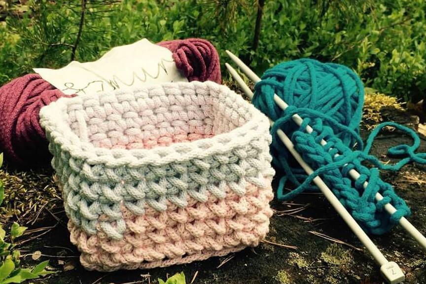 Knitting In Nature: Sharing Stitches