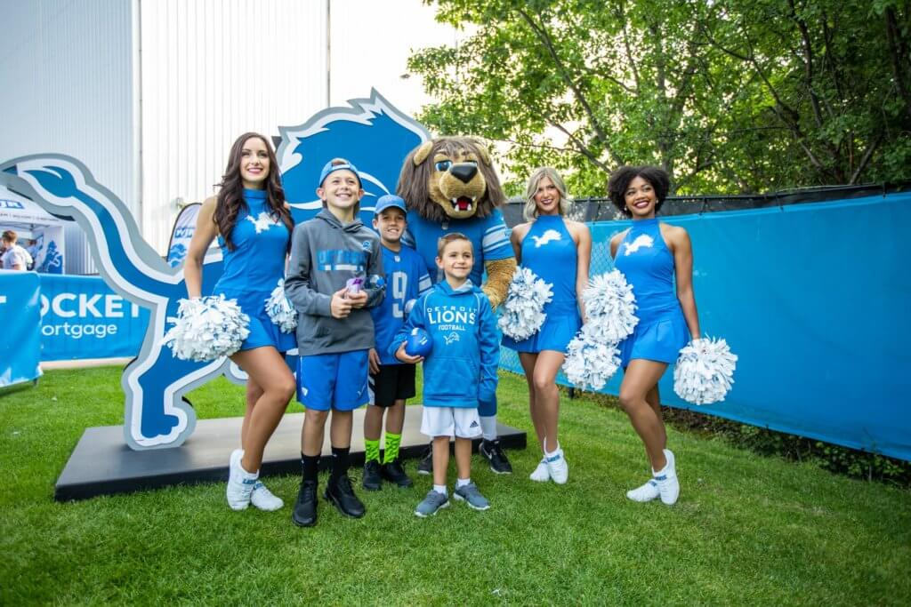 https://www.facebook.com/DetroitLions/photos/a.133894458604/10157242938993605/?type=3&theater