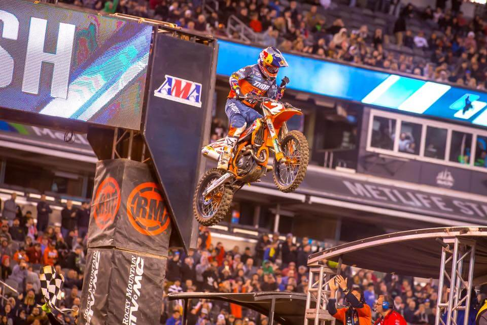 https://www.facebook.com/supercrosslive/photos/a.497358468843/10157264441498844/?type=3&theater