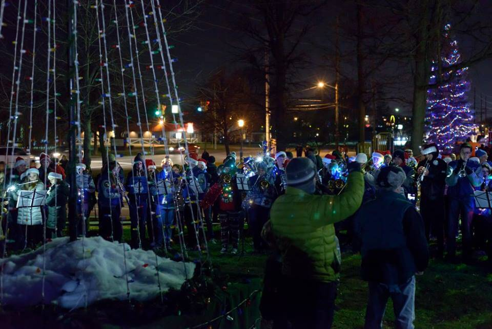 Walled Lake's Annual Tree Lighting Ceremony
