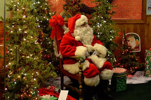 https://www.meetmeinmilford.com/1/oakland_county_michigan/visit_santa_at_village_center_mall.asp