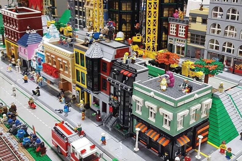 https://www.facebook.com/BrickworldEvnts/photos/a.641687749257640/2098815890211478/?type=3&theater