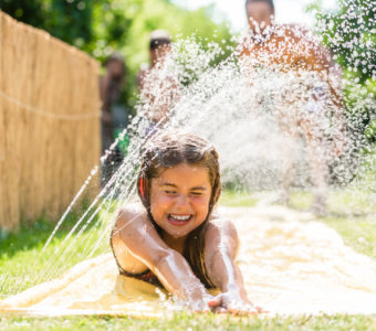 10 Cheap + Easy Ways To Make A Backyard Splash Pad