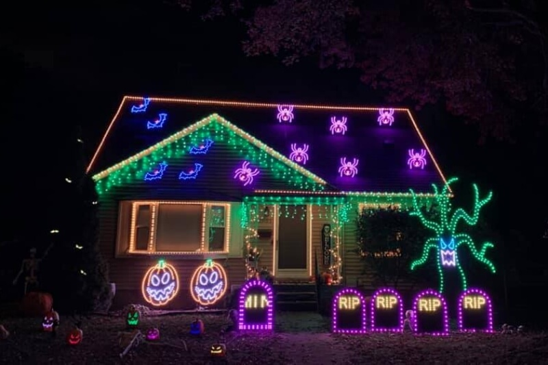 https://www.facebook.com/BostickFamilyLightShow/photos/155273436311368