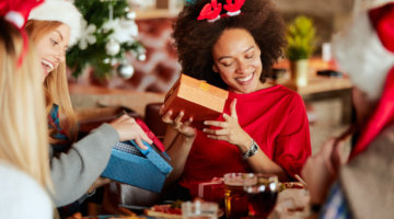 5 Gifts To Send Your Girlfriends For The Holidays (+ GIVEAWAY)