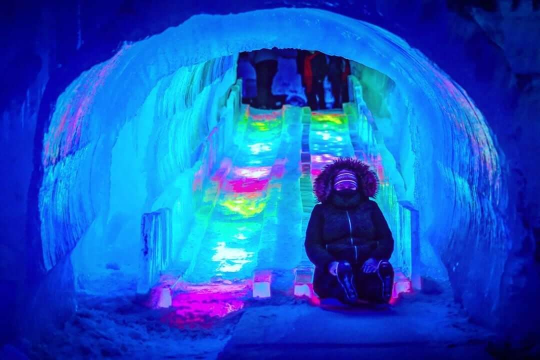 https://www.facebook.com/TheIceCastles/photos/3451052944992639