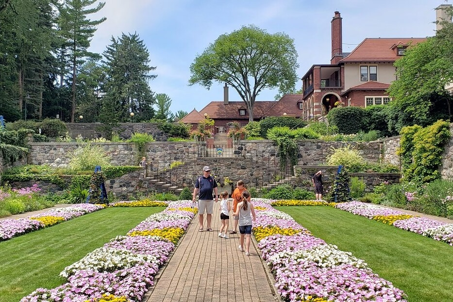 Https://www.tripadvisor.com/Attraction_Review-g42001-d106282-Reviews-or5-Cranbrook_House_and_Gardens-Bloomfield_Hills_Michigan.html
